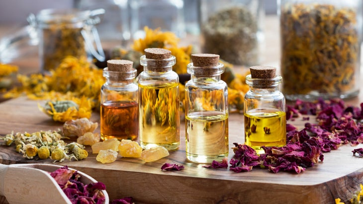 5 Essential Oils Combos That Smell Better Than Your Favorite Candles